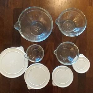 Pampered chef pinch bowls with lids and spouts